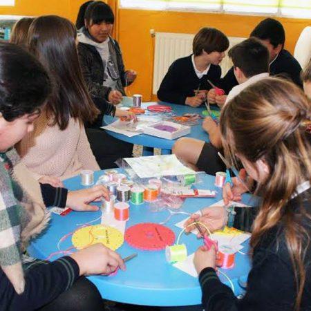 El colegio Santiago Apóstol de Ponteareas y la escuela de joyería del Atlántico juntos por un proyecto solidario